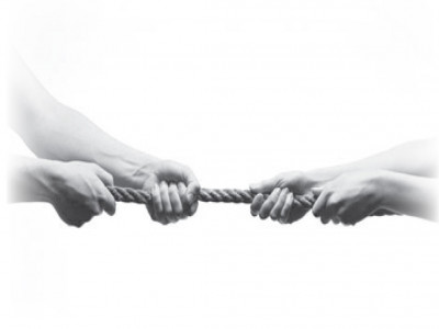 Chuyện buồn nhà tỷ phú: Khi cha con kiện nhau vì tranh chấp quyền lực và tài sản