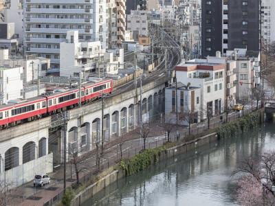Cách người Nhật tận dụng khoảng không gian bên dưới cầu vượt, đường trên cao