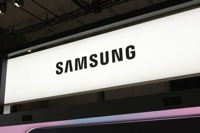 """Samsung xác nhận màn hình vô cực thực sự trên Galaxy A90: không """"tai thỏ"""", không """"nốt ruồi"""""""