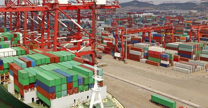 Thương mại toàn cầu suy giảm mạnh nhất trong 10 năm