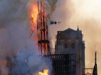 Còn lại gì bên trong Nhà thờ Đức Bà Paris sau vụ cháy thảm khốc?