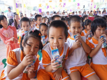"""Vinamilk khẳng định: Sản phẩm """"Vinamilk 100% Sữa tươi - Học đường"""" phù hợp yêu cầu chất lượng"""