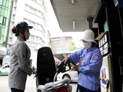 Hàng hóa rục rịch tăng giá theo xăng, điện