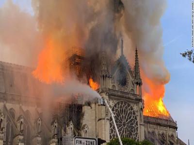 Nhà thờ Đức Bà, Paris (Notre-Dame de Paris) cháy lớn