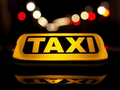 Xăng tăng 'phi mã,' giá cước taxi, xe khách có té nước theo mưa?