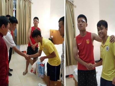 Trung vệ U17 Hà Nội gửi lời xin lỗi sau khi đấm vào mặt đối thủ