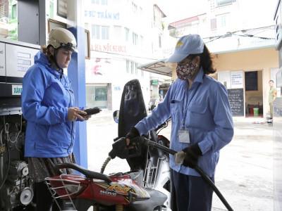 Điều hành giá xăng dầu: Tránh giật cục, ăn đong