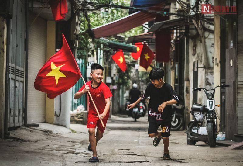 Phố phường Hà Nội rực cờ hoa mừng ngày 30/4