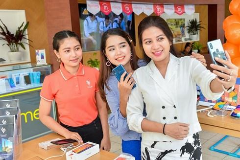 Sản phẩm điện thoại của tỷ phú Phạm Nhật Vượng chính thức bán tại Myanmar