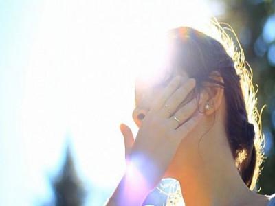Hôn mê do nắng nóng: Bác sĩ chỉ cách sơ cứu say nắng và ăn uống giải nhiệt