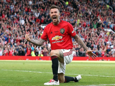 Beckham ghi bàn, huyền thoại M.U đè bẹp lão tướng Bayern