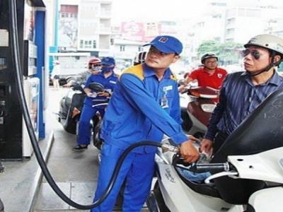 Giá xăng giảm nhẹ sau 3 lần tăng sốc liên tiếp?