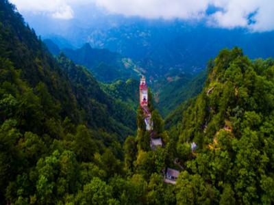 Ngôi đền trên mép vực kỳ dị bậc nhất xứ Trung