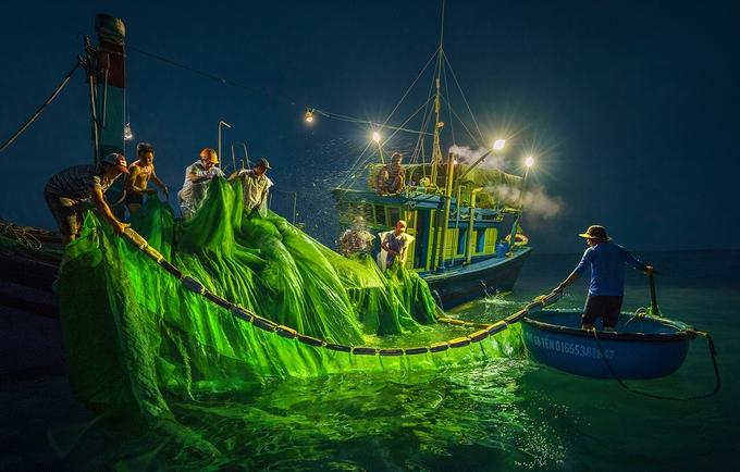 Hành trình 'săn' ảnh mùa cá cơm ở Phú Yên