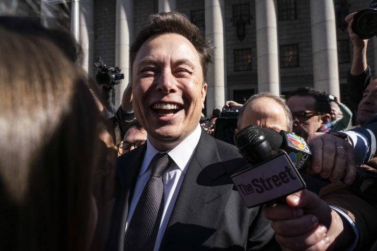 Elon Musk tự tin Tesla thành hãng 500 tỉ USD nhờ xe tự lái