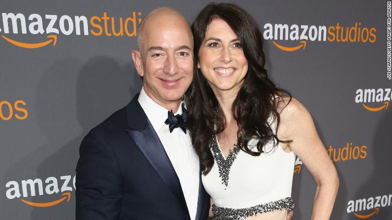 Vợ cũ Jeff Bezos dành một nửa tài sản 37 tỷ USD làm từ thiện