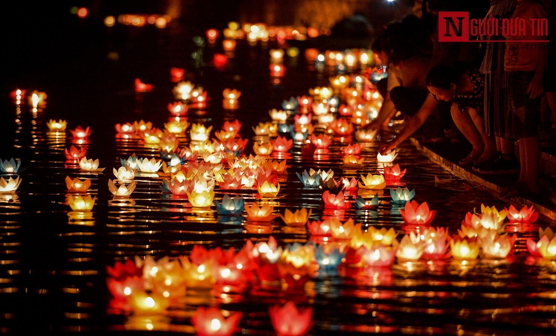 Lung linh lễ hội hoa đăng mừng Đại lễ Phật đản Vesak 2019
