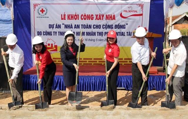 Prudential xây dựng nhà an toàn cho người dân vùng lũ