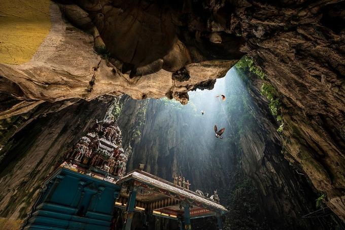 Sống ảo ở hang động rực rỡ gần Kuala Lumpur