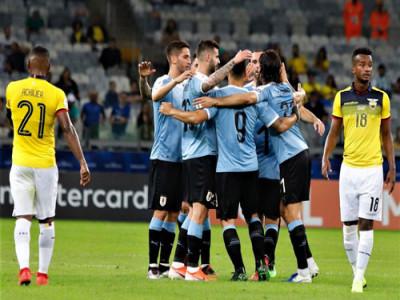 Chơi hơn người, Uruguay đại thắng Ecuador