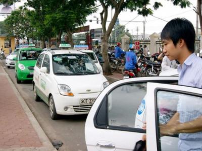 Taxi công nghệ vẫn phải gắn 'mào'