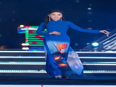 Nữ hoàng ngành làm đẹp Việt – Hàn trình diễn áo dài tại Lễ khai mạc pháo hoa quốc tế Đà Nẵng