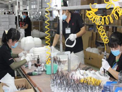 Lo hàng điện tử Trung Quốc chuyển tải