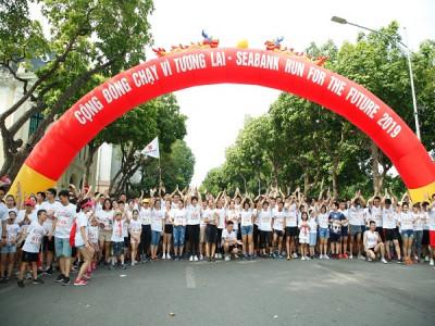 Gần 2.300 người tham gia Giải chạy cộng đồng gây Quỹ học bổng cho trẻ em nghèo hiếu học tại Hà Nội