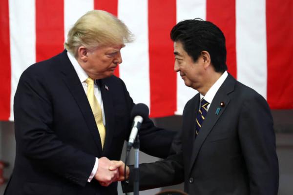 """Trump: """"Nếu Mỹ bị tấn công, Nhật Bản ngồi nhà xem trên TV"""""""