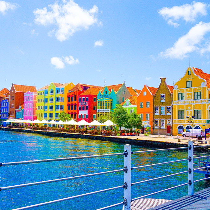 Vẻ đẹp 'động lòng' của đảo Curacao - đối thủ của Việt Nam ở King's Cup