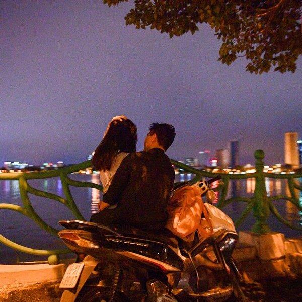 """Cận cảnh con đường """"chống chỉ định"""" dành cho những người độc thân tại Hà Nội"""