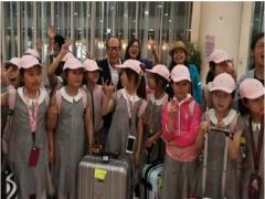 Chân dung tỷ phú hào phóng tặng 3 tỷ đồng cho các em nhỏ tình cờ gặp ở sân bay
