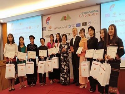 50 nữ sinh nhận học bổng Vừ A Dính sẵn sàng bước vào hành trình mới