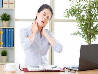 Mách bạn cách giảm đau cổ khi ngồi máy tính kéo dài