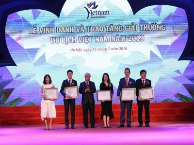 """""""Cơn mưa giải thưởng du lịch Việt Nam 2019"""" dành cho Tập đoàn Sun Group"""