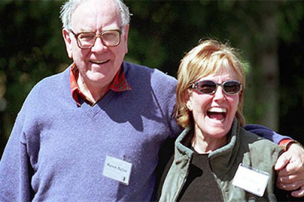 Warren Buffett: Vụ đầu tư quan trọng nhất là chọn đúng bạn đời