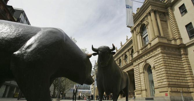 """Nhà đầu tư Mỹ """"ngập ngừng"""" mua vào cổ phiếu"""