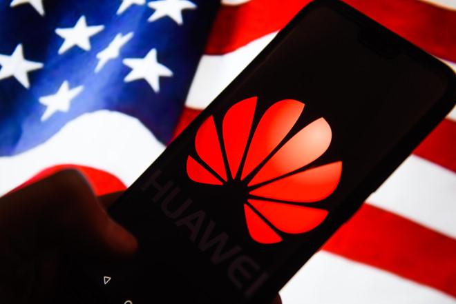 Mỹ bất ngờ 'bật đèn xanh' bán hàng cho Huawei
