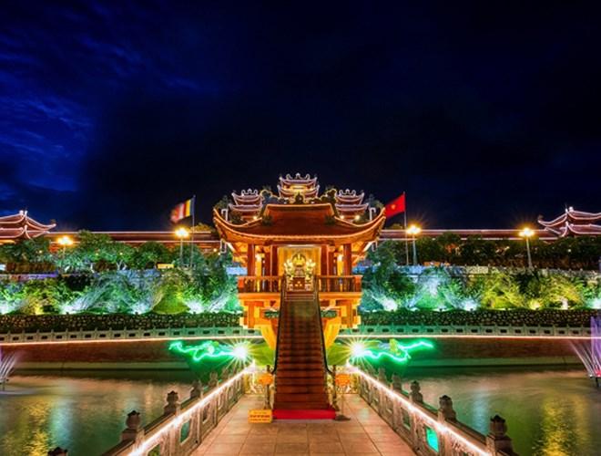 Cận cảnh vẻ đẹp  chùa Ba Vàng