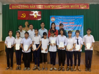 Công ty TNHH MTV Xổ số Kiến thiết Tp.HCM: Trao học bổng cho học sinh nghèo hiếu học.