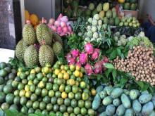 Rằm tháng 7, trái cây và hoa tươi tăng giá