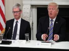 """Tim Cook cảnh báo thuế quan của ông Trump sẽ giúp Samsung trở thành """"ngư ông đắc lợi"""""""
