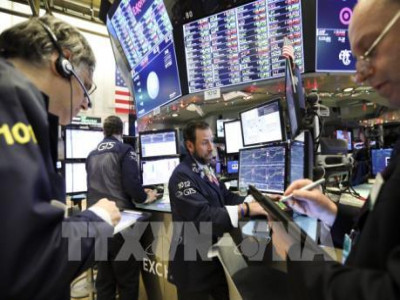 Báo cáo lợi nhuận doanh nghiệp khả quan kéo Phố Wall tăng điểm