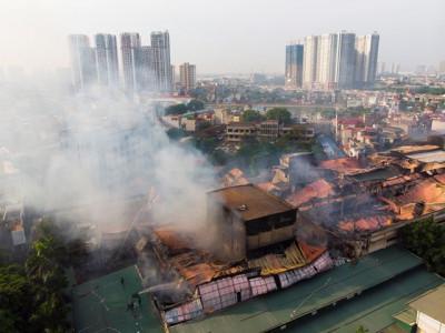 Vụ cháy Công ty Rạng Đông gây nguy cơ nhiễm độc như thế nào?