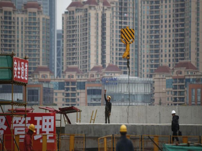 Thương chiến khốc liệt 'trói chân' kinh tế TQ, để lộ điểm yếu