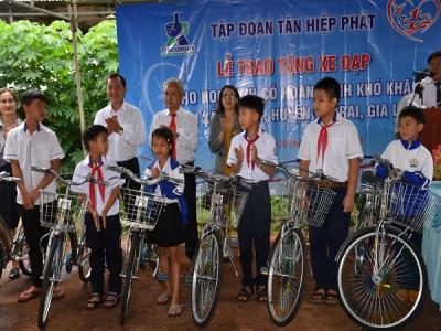 Tân Hiệp Phát trao tặng 50 chiếc xe đạp cho học sinh nghèo tại vùng biên giới tỉnh Gia Lai