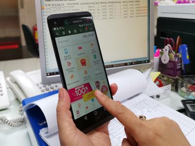 Siết hạn mức ví điện tử làm khó người dùng?