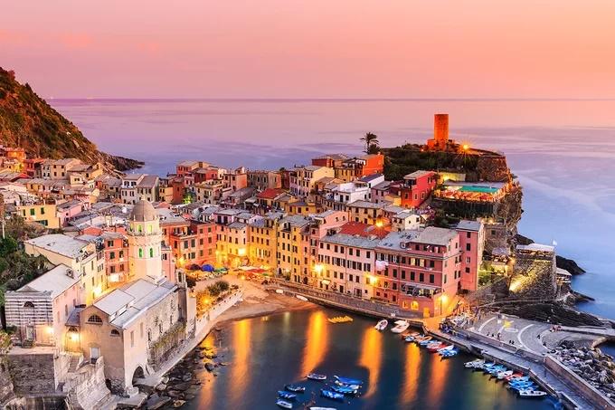 Những ngôi làng vắt ngang vực Địa Trung Hải