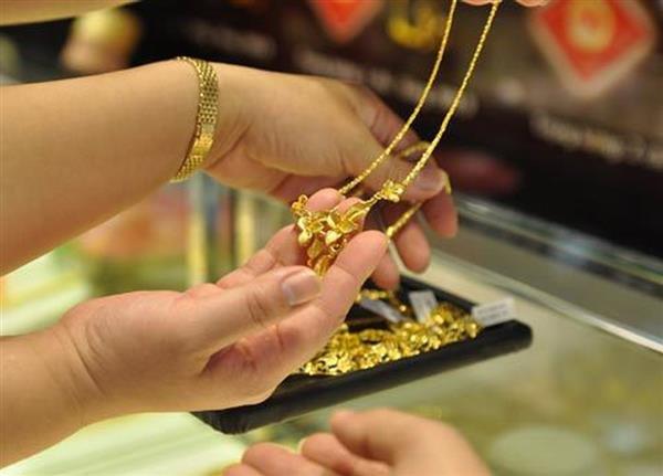 Giá vàng hôm nay (8/8) tăng cao chưa từng thấy, thêm gần 1 triệu lên 42,25 triệu đồng/lượng