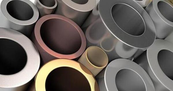Thị trường ngày 28/8: Giá dầu, vàng tăng mạnh trong khi sắt, thép và kim loại công nghiệp rơi
